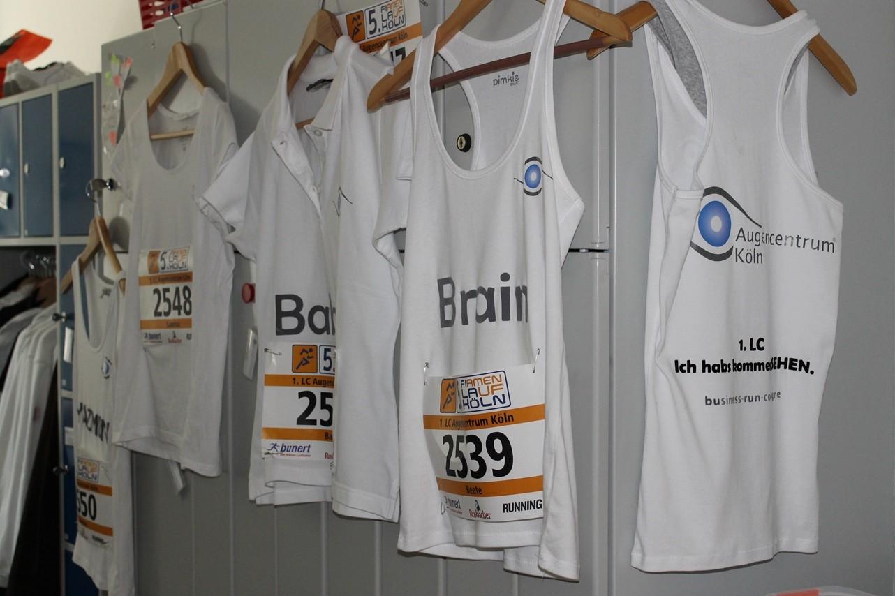 """Für das Firmenevent """"RUN AS YOU ARE"""" wurden extra T-Shirts für die Läufer von Smile Eyes angefertigt"""