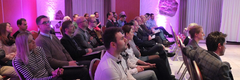 Die Teilnehmer des 2. Eyeport Day in Trier lauschen gespannt den Vorträgen der Augenexperten