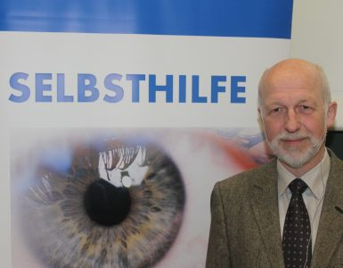 Prof. Dr. Norbert Körber vom Augencentrum Köln beim Aktionstag AUGE
