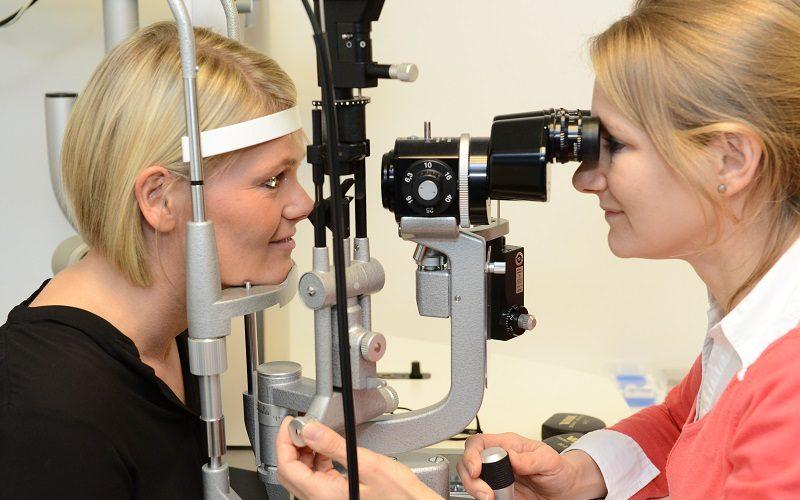Patientin Eva Rubröder vor Ihrer Augenlaser-Operation