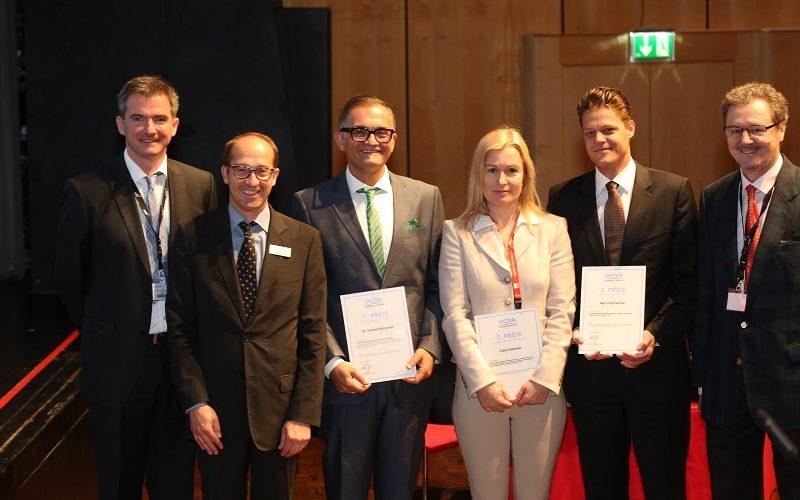 """Priv.-Doz. Dr. Martin Dirisamer vonSmile Eyes Linz(Foto 2. v. r.) erhielt den""""HOYA – Forschungspreis"""" für seine Arbeit"""