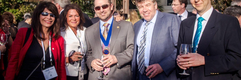 Professor Sekundo von Smile Eyes Marburg (rechts) bei der ASCRS-Tagung in San Diego