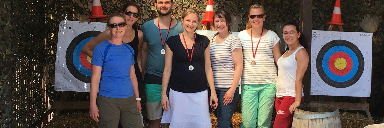 Das Smile Eyes Team aus Trier beim Bogenschießen