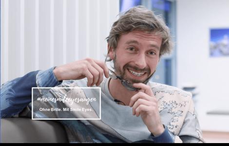 Schauspieler Ben Blaskovic bereitet sich auf seine Augenlaser-OP in der Smile Eyes Augenklinik München vor