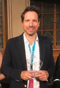 Dr. Bechmann erhält Auszeichnung für Linsenimplantationen