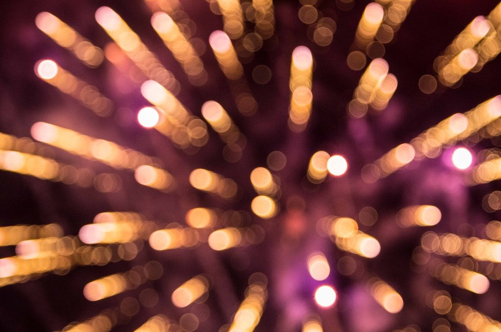 Silvester mit Funkenregen und Feuerwerk