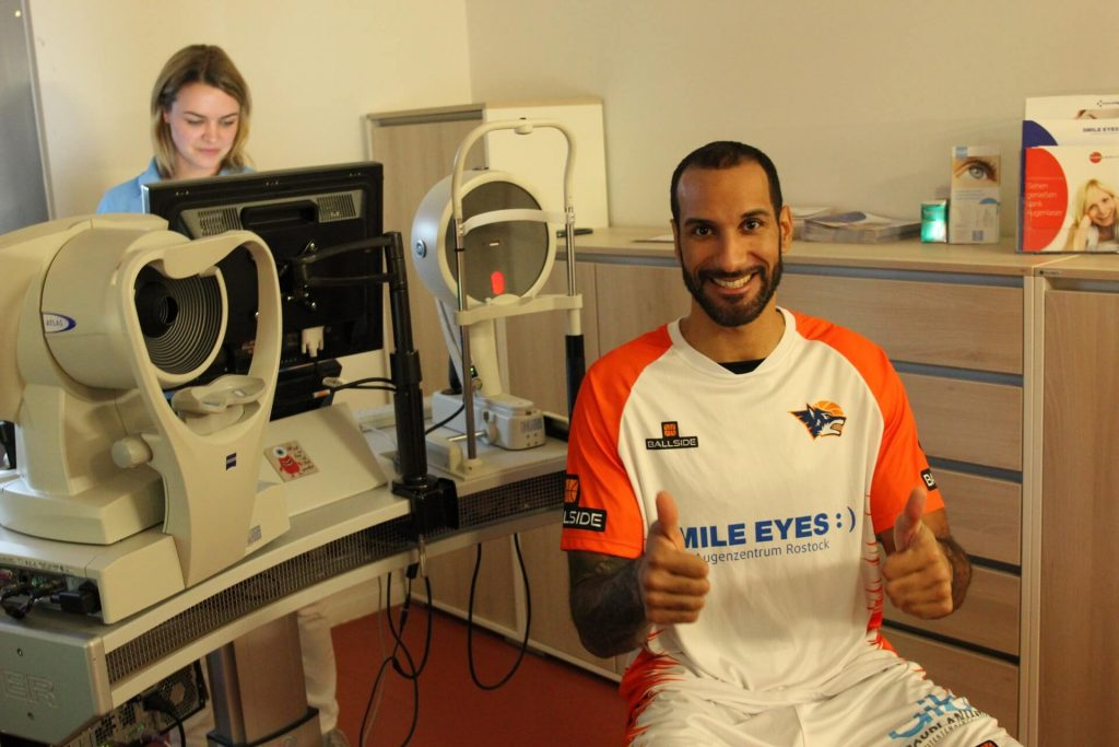 Oliver Clay als Patient bei Smile Eyes Rostock