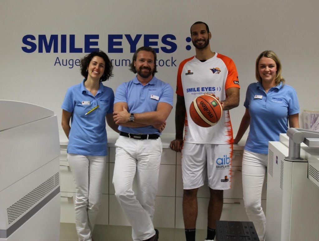 Basketballer Oliver Clay zu Gast bei Smile Eyes Rostock