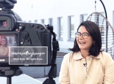 Influencerin Taraneh mit Brille vor ihrer Augenlaser-OP