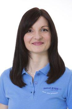 Elisabeth Nöbel gehört zum Medizinischen Fachpersonal bei Smile Eyes Leipzig