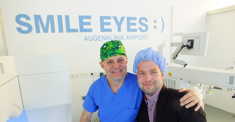 LEO-Redakteur Jörg Garstka bei Smile Eyes Augenklinik München